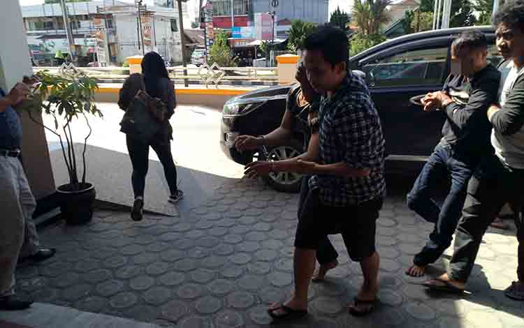 Polres Palangka Raya mengamankan pelaku pencurian modus pecah kaca mobil, Senin 8 Juli 2019