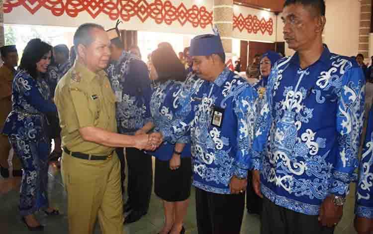 Bupati Kapuas Ben Brahim S Bahat saat menghadiri pengukuhan Pengurus Dekranasda Kapuas pada Senin, 8 Juli 2019