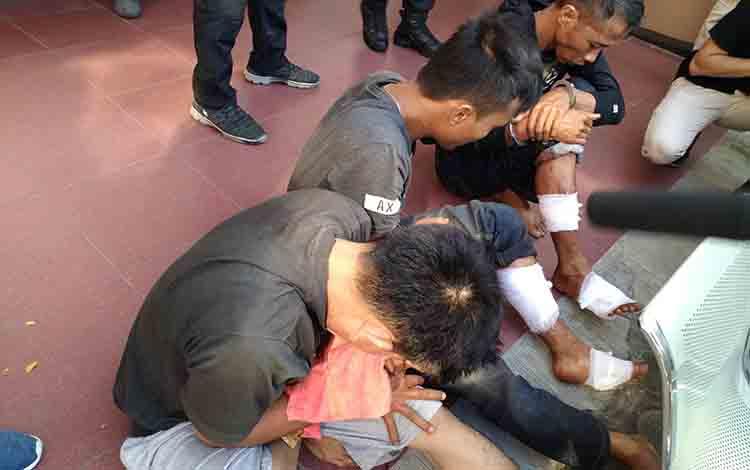 Leo dan Suhar saat diamankan jajaran Polres Palangka Raya, Senin 8 Juli 2019