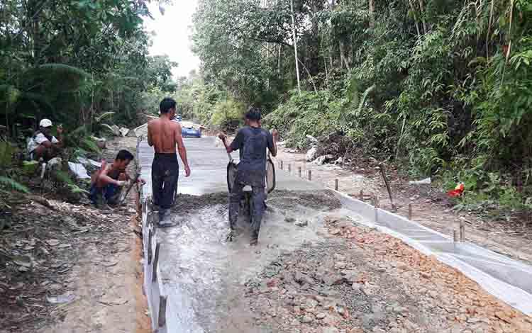 Pekerjaan penyelesaian Jalan Wagak, Desa Nihan Hilir, Kecamatan Lahei Barat