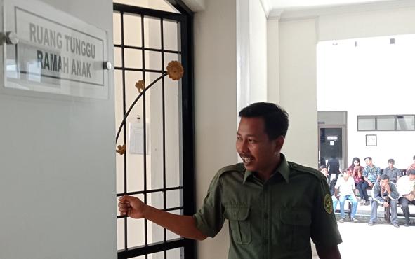 Ruang tunggu ramah anak di Pengadilan Negeri Sampit.