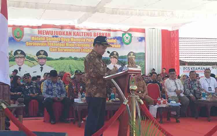 Ketua Kontak Tani Nelayan Andalan (KTNA) Nasional Winarto Tohir saat menyampaikan sambutan pada Pembukaan Peda KTNA XII Kalimantan Tengah, Senin, 8 Juli 2019.
