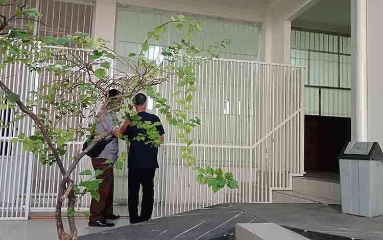 Terdakwa 18 tahun tersangka asusila saat dimasukkan dalam sel tahanan Pengadilan Negeri Sampit