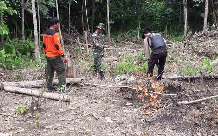 Patroli tim gabungan penanggulangan karhutla Murung Raya di Desa Muara Jaan, Kecamatan Murung, Senin, 8 Juli 2019.