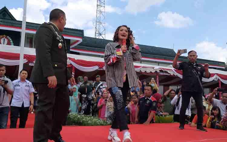 Rayakan HUT Bhayangakara, Polda Kalimantan Tengah mengundang artis ibu kota Siti Badriyah, Rabu 10 Juli 2019
