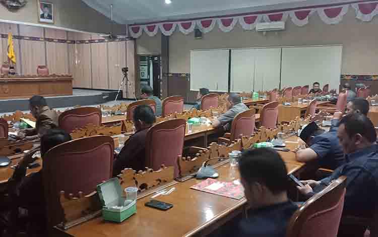 Rapat paripurna di DPRD Kabupaten Kotim.