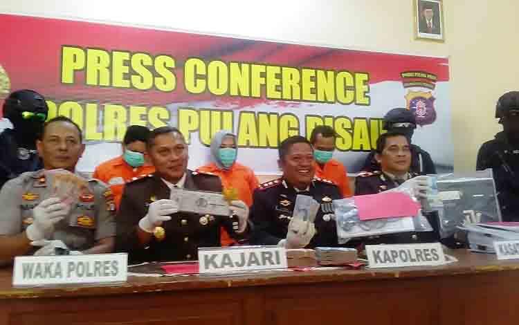 Press Conference yang digelar Polres Pulang Pisau terkait perkara Tipikor Pasar Handep Hapakat.