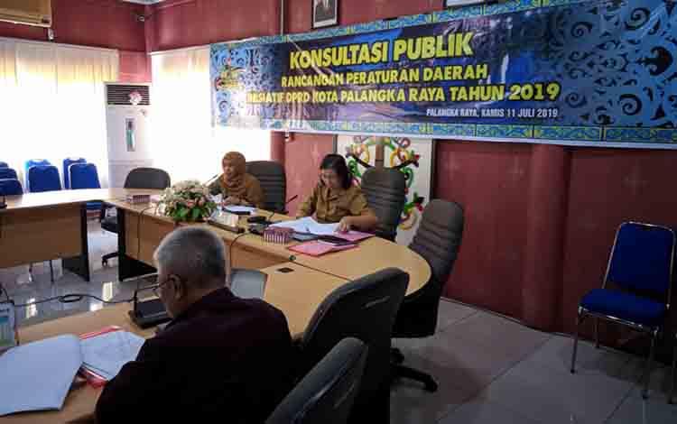 Konsultasi publik mengenai Rancangan Peraturan Daerah (Raperda) Inisiatif DPRD di Aula DPRD, Kamis 11 Juli 2019.