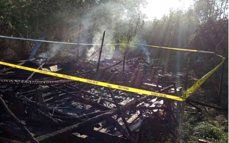 Rumah warga di Kelurahan Mandomai, Kecamatan Kapuas Barat ludes terbakar, Kamis, 11 Juli 2019.