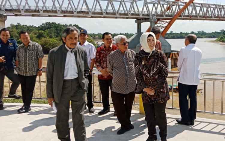 Wakil Walikota Palangka Raya, Umi Mastikah saat mendampingi rombongan DPR RI, Kamis, 11 Juli 2019.