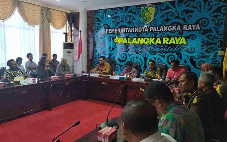 Pertemuan Pemerintah Kota Palangka Raya dengan Komisi V Dewan Perwakilan Rakyat (DPR) RI pada Kamis, 11 Juli 2019.