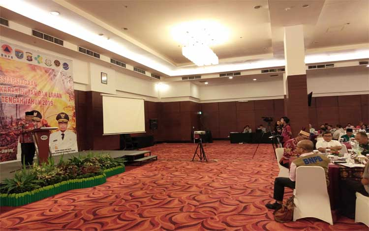 Asisten II Setda Kalteng Nurul Edy membacakan sambutan Gubernur Sugianto Sabran, Kamis, 11 Juli 2019
