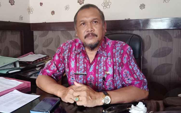 Sekretaris Disperindagkop Murung Raya,Mursani.