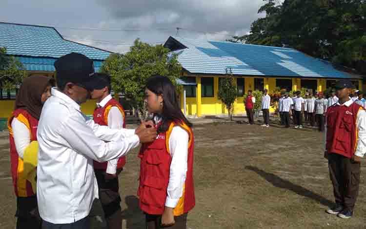 Kegiatan pelatihan Palang Merah Remaja di Sukamara.