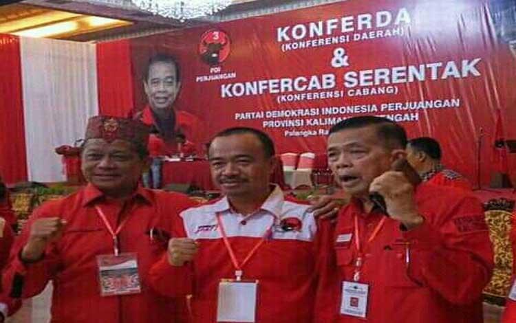 Ketua DPC PDIP Seruyan Yulhaidir bersama Ketua DPD PDIP Kalteng R Atu Narang (kanan) dan Caleg DPR RI terpilih Willy M Yoseph saat Konferensi Cabang di Palangka Raya, Rabu 10 Juli 2019