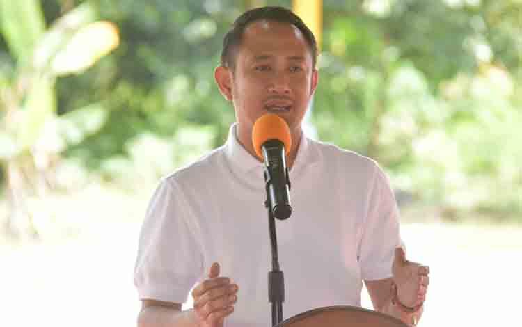 Wali Kota Palangka Raya, Fairid Naparin saat membuka camping CAI di Kebun Raya Danau Sari, Sabtu, 13 Juli 2019