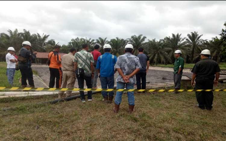 Proses evakuasi jenazah karyawan PT GSDI yang tewas di kolam limbah 12 Juli 2019