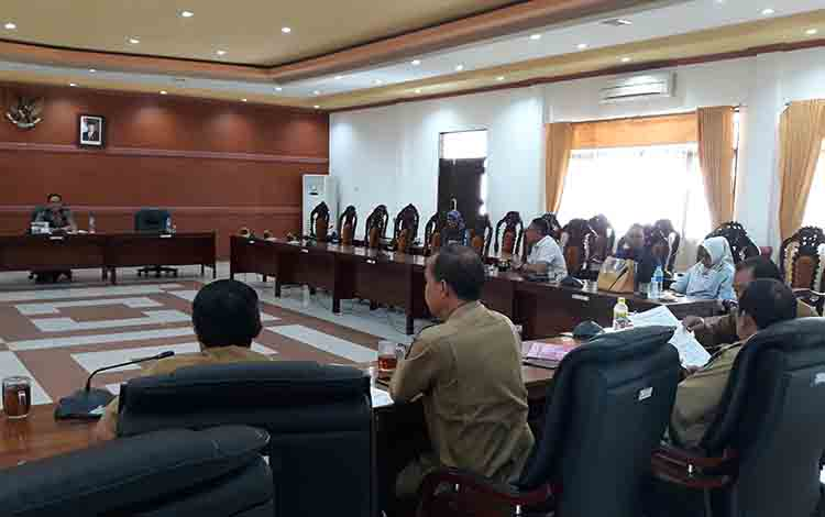 Rapat Banmus di ruang rapat gabungan DPRD Kabupaten Kapuas, Senin, 15 Juni 2019.