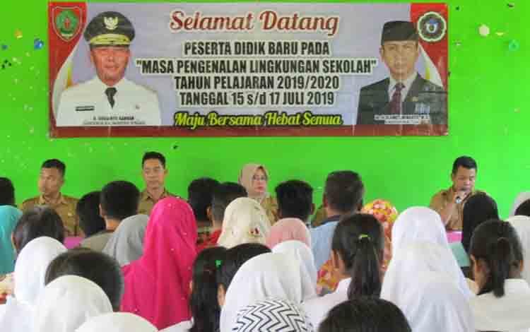 Orangtua siswa baru di SMAN 3 Murung saat menghadiri penyampaian tata tertib sekolah