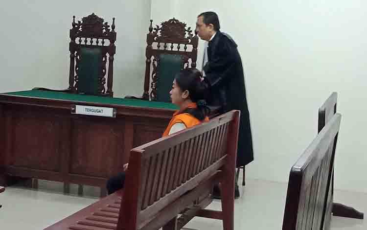NH alias Nr. terdakwa kasus sabu saat jalani sidang tuntutan.