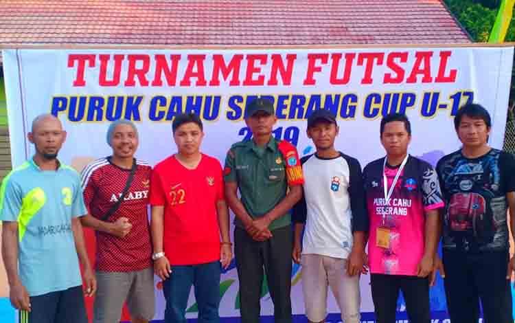 Persiapan panitia dalam pelaksanaan turnamen futsal U-17 Puruk Cahu sebrang