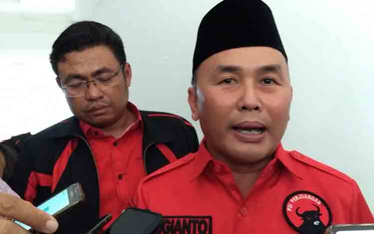 Gubernur Kalteng Sugianto Sabran memberikan keterangan kepada wartawan, Rabu, 17 Juli 2019.
