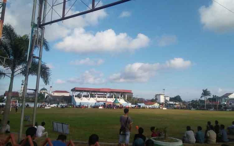 Turnamen Sepak Bola Bupati Cup 2019 di Stadion Gagah Lurus Kuala Pembuang.