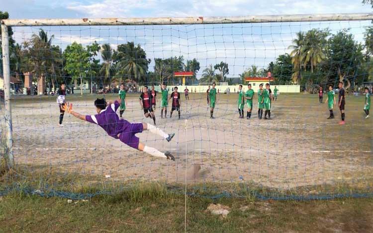 Laga antara Bintang Malaka United kontra Rakat FC berlangsung di lapangan Zibang, Palangka Raya, Jumat, 19 Juli 2019