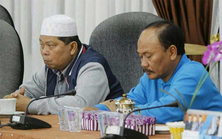 Anggota DPRD Seruyan Syamsudin (kiri)