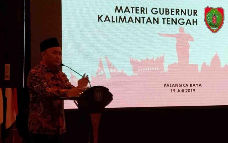 Gubernur Kalimantan Tengah, Sugianto Sabran memaparkan materi, Jumat, 19 Juli 2019.