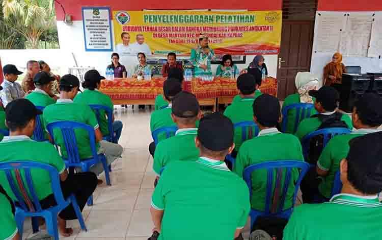 Suasana pelatihan budidaya ternak besar di Desa Manyahi, Kecamatan Mantangai.