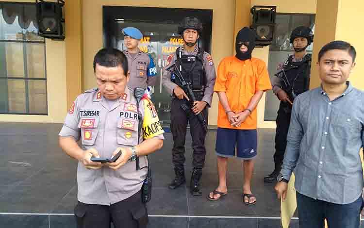 Pelaku penggelapan mobil RD (pakai topeng) diamankan Polres Palangka Raya, Sabtu 20 Juli 2019