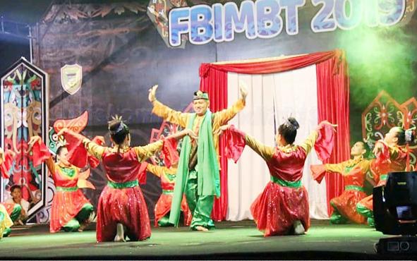 Tarian dari berbagai wilayah diperagakan di FBIMBT tingkat Kabupaten Barito Utara 2019.