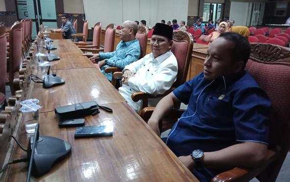 Anggota Komisi I DPRD Kotim Syahbana (kanan).