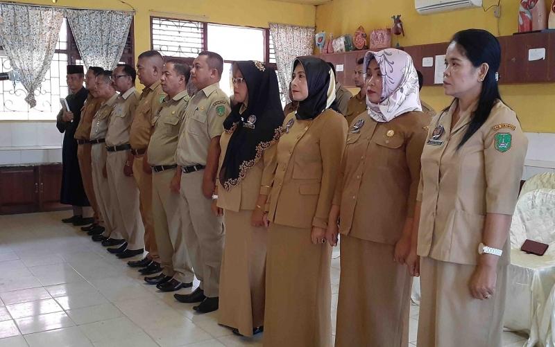 10 kepala sekolah yang dilantik Bupati Sukamara, Senin, 22 Juli 2019.
