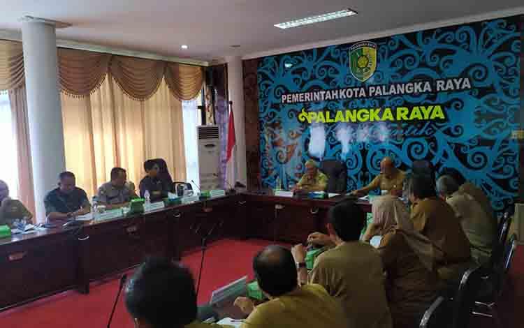 Rapat rencana kunjungan kerja ke Kabupaten Kelungkung di Aula Peteng Karuhei I, Senin, 22 Juli 2019.