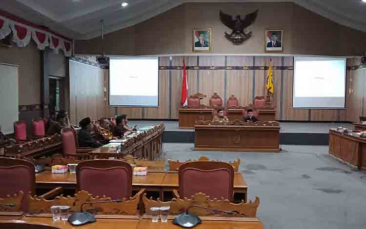 Pembahasan KUA PPAS Tahun Anggaran 2020 di DPRD Kotim, Senin, 22 Juli 2019.