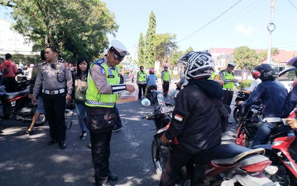 Jajaran Dirlantas Polda Kalimantan Tengah bekerja sama dengan Bapenda Provinsi menggelar razia kelengkapan surat kendaraan, Senin, 22 Juli 2019.