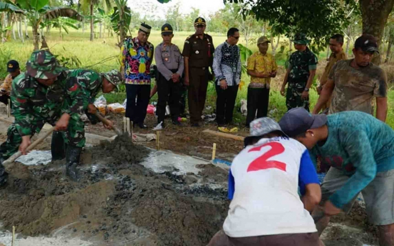 Pelaksanaan TMMD Kodim 1011 KLK di Desa Wargo Mulyo, Kecamatan Kapuas Kuala