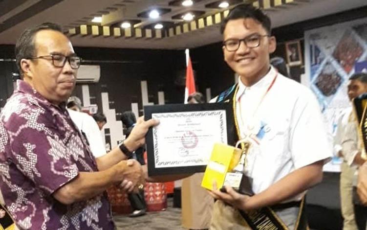Damiano Anugerah Paskah meraih juara II Kategori Duta pada ajang kreatif produktif Generasi Berencana atau GenRe tingkat Provinsi Kalimantan Tengah.