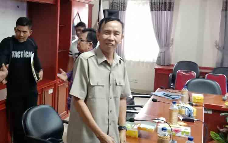 Anggota DPRD Murung Raya, H. Barlin saat menghadiri audensi PDAM Puruk Cahu bersama Pemkab Murung Raya, Jum\\\'at, 26 Juli 2019.