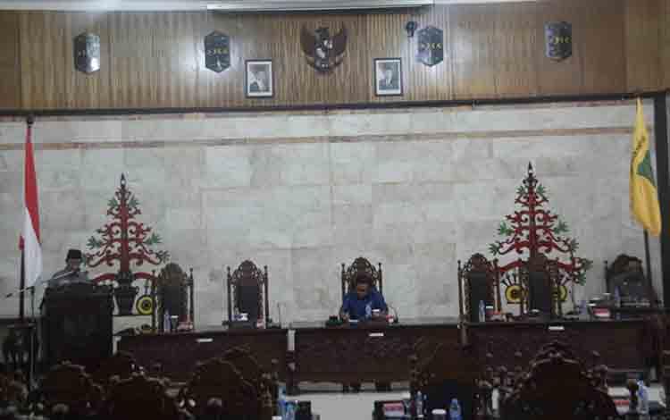 Suasana saat Rapat Paripurna ke 8 masa persidangan II bertempat di ruang rapat paripurna DPRD