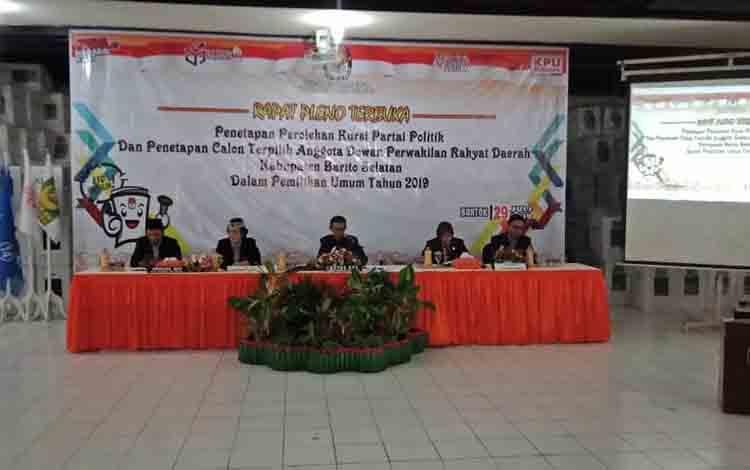 Rapat pleno terbuka penetapan kursi parpol dan anggota DPRD terpilih.