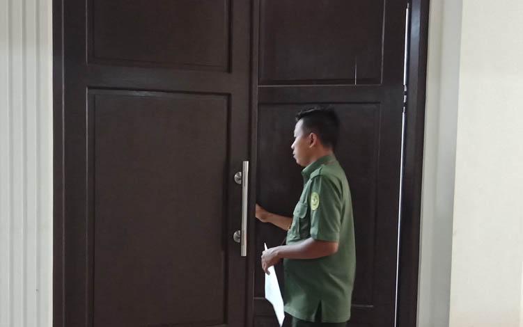 Depan ruang sidang anak Pengadilan Nageri Sampit.