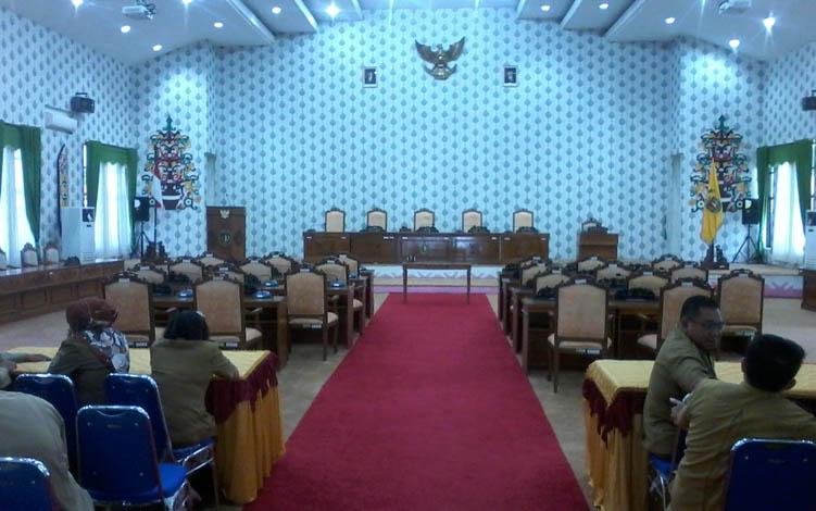 Rapat paripurna DPRD Katingan hari ini kembali tertunda akibat minimnya kedatangan anggota dewan.