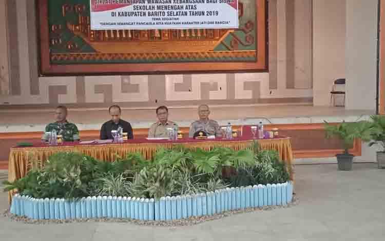 (dua dari kiri) Pj Sekda barsel, Syahrani