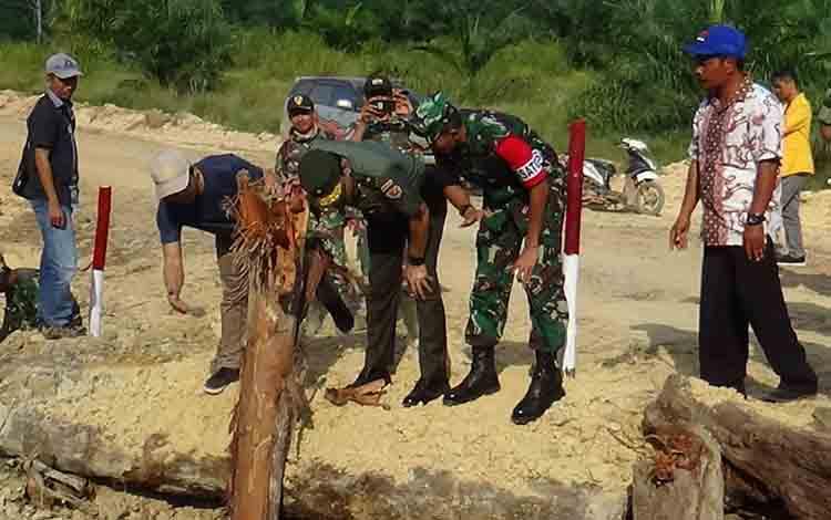 Tim Wasev Mabes TNI dipimpin Brigjen TNI Sulaiman Agusto mengunjungi TMMD ke - 105 di Kelurahan Pangkut, Kecmatan Arut Utara, Kabupaten Kotawaringin Barat, Senin, 29 Juli 2019.