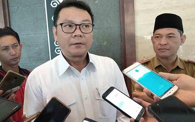 Kepala BRG Nazir Foead memberikan keterangan kepada wartawan, Selasa, 30 Juli 2019.