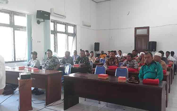 Peserta pelatihan dari panitia kurban atau takmir masjid antusias ikuti pelatihan penyelenggaraan pemotongan hewan kurban, di Aula Disnakeswan, Rabu, 31 Juli 2019.