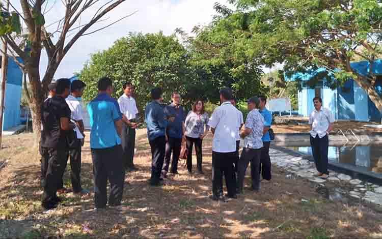 Jajaran Komisi II DPRD Kapuas tinjau pendistribusian air di PDAM Kapuas pada Rabu, 31 Juli 2019